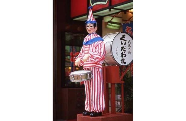 食の大使「くいだおれ太郎」。視察に訪れ、パーティを盛り上げてくれる