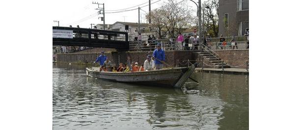 境川沿いの風景を和船に乗って眺めよう