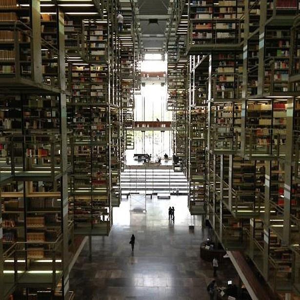 SFチックなデザインのヴァスコンセロス図書館(メキシコ)