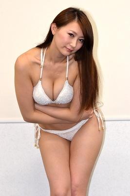 【写真を見る】セクシー美女たちの悩殺美巨乳はこちらでチェック!