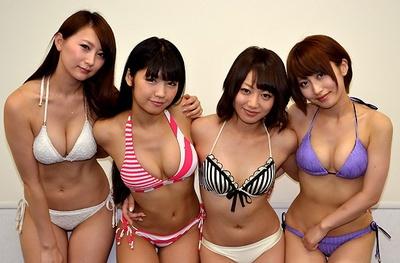 4人のセクシー美女が集合