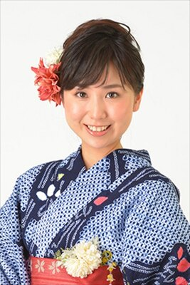 ウェブ投票の優勝者に授与される新橋ねっと賞には清田かおりさんが選ばれた
