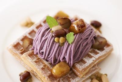 【写真を見る】秋の食材をたっぷり使った限定デザートがずらり!