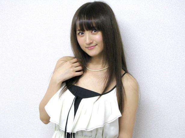 ファッションモデルの小松彩夏さん
