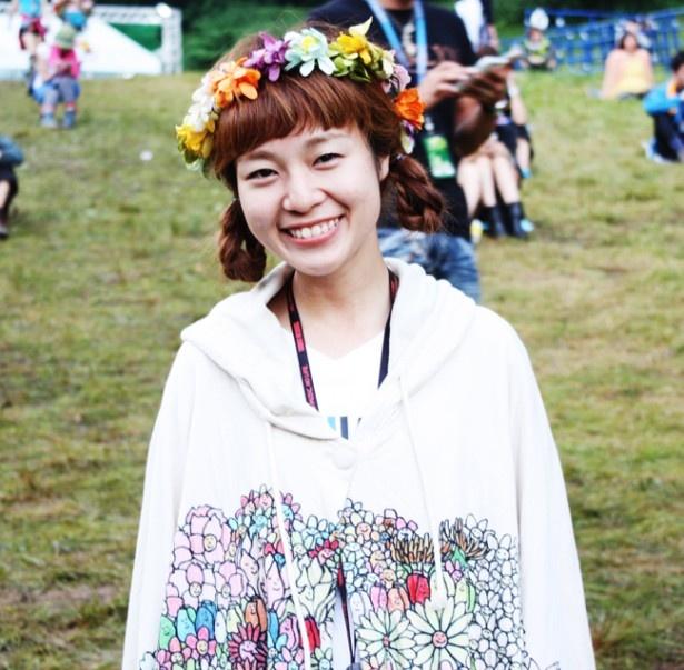 海外フェスでも注目の花かんむりのヘッドアクセが可愛いゆーこさん