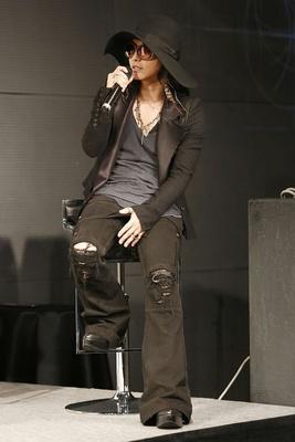 【写真を見る】「HYDEさんは可愛らしい部分がある」と天野喜孝さん