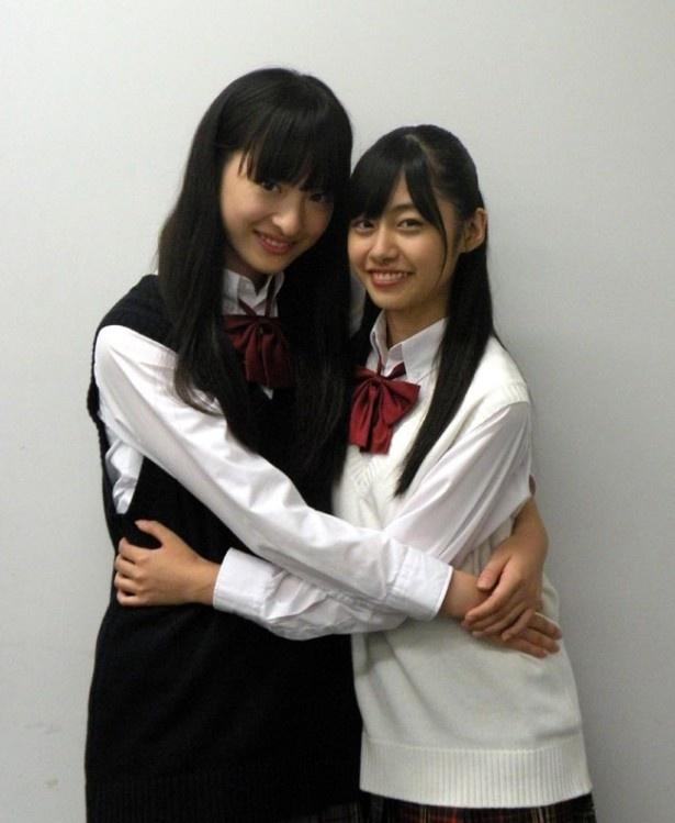 【写真を見る】私立恵比寿中学に入る前から仲良しの2人