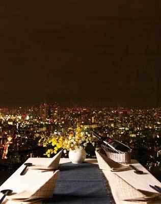 目の前にはキラキラ輝く新宿副都心のビル群が(天空の庭 星のなる木)