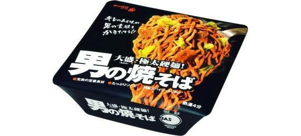 外見もワイルド!「サッポロ一番 男の焼そば極太硬麺」(190円)は極太麺で、噛みごたえを追求