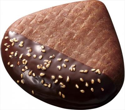 【写真を見る】栗型のショコラ生地のドーナツ!「焼き栗ドーナツ チョコ」
