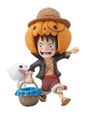かぼちゃ型の帽子をかぶったルフィのフィギュア