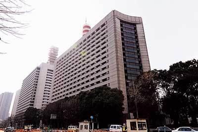 桜田門のシンボルとも言うべき警察本部に潜入できる