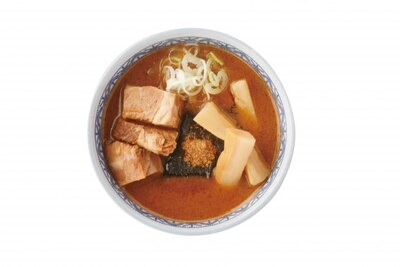 三田製麺所のつけ汁は太めのメンマ、チャーシュー入り