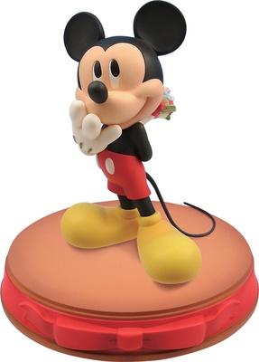 後ろに花束を隠しつつ、恥ずかしそうに微笑むミッキーマウスのフィギュア