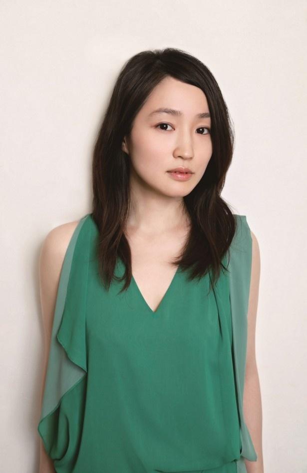 透明感のある歌声で圧倒的な存在感を放つ、シンガーソングライターの安藤裕子が大泉洋と初共演