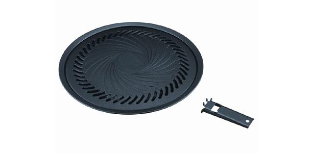 フッ素コーティングでお手入れも簡単な「焼肉プレート」(実勢価格:1500円)(岩谷産業)