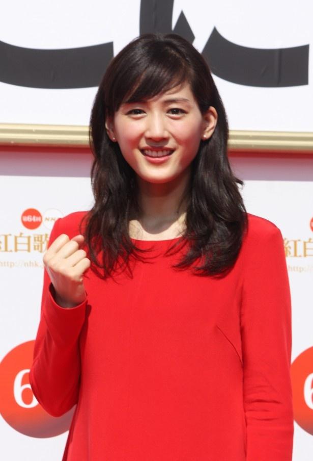 「第64回 NHK紅白歌合戦」で紅組の司会を務める綾瀬はるか