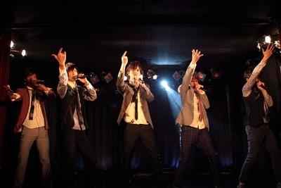 毎日舞台後にはスペシャルライブ! 初日には仮面ライダーガイムに出演中の小林豊も登場