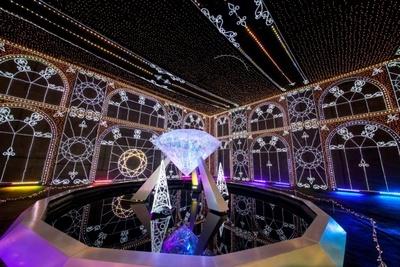 光の宮殿ブリリアントパレスを中心に幻想的な世界が広がる