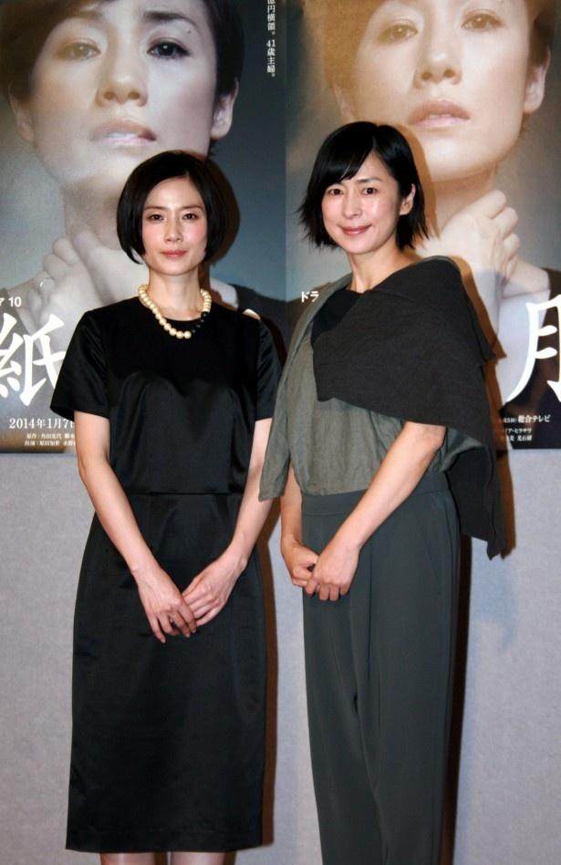 「紙の月」(NHK総合)の完成披露試写会に登場した原田知世、西田尚美(写真左から)