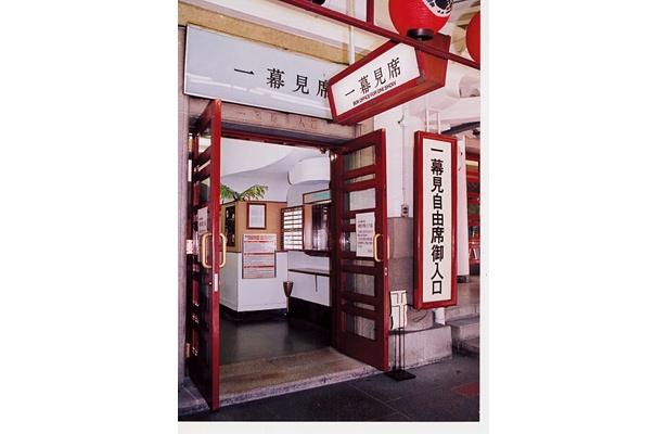 歌舞伎座にはこんな一幕見席専用の入口も