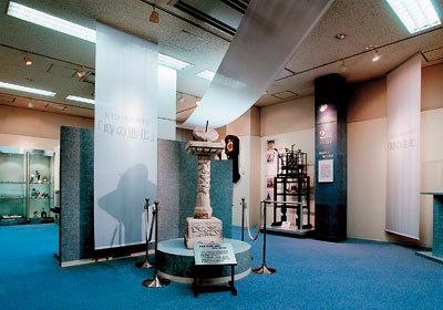 中国が清の時代に作られた日時計(セイコー時計資料館)