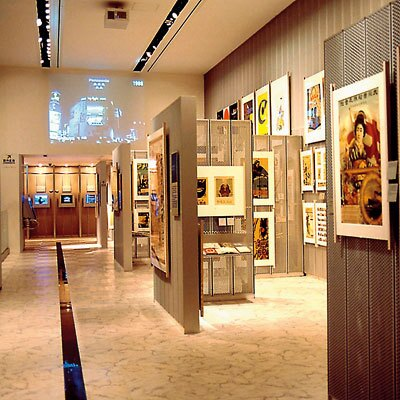 広告関連の本を2万本収蔵する広告図書館(アド・ミュージアム東京)