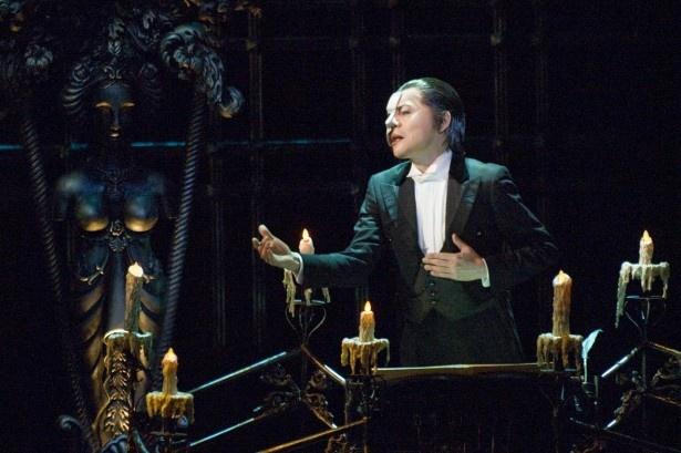 ミュージカル「オペラ座の怪人」の魅力の一つ舞台美術の「シャンデリア」の仕込み風景を直撃!