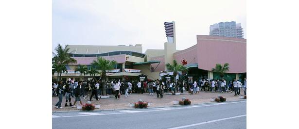 映画館の周りは映画祭の空気に
