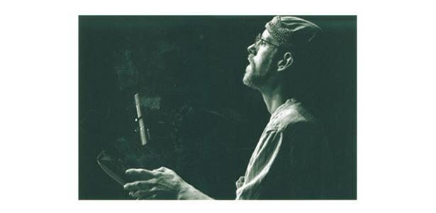 演者:ロビン・ロイド ※4/12(日)出演。世界の民族音楽を演奏