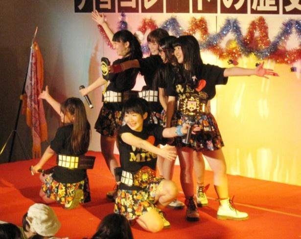 「U.M.U AWARD 2013」でご当地アイドルのNo.1の座に輝いた水戸ご当地アイドル(仮)が凱旋公演