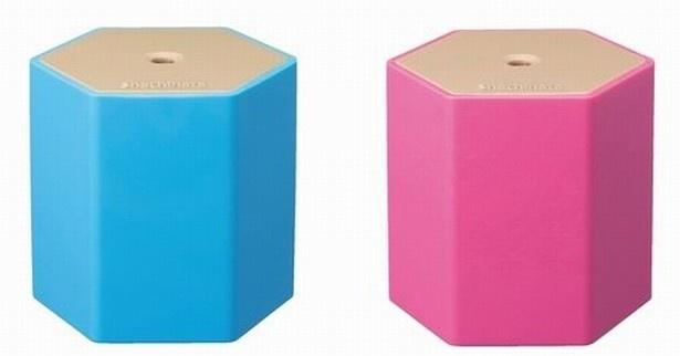 色はブルーとピンクの2色。各色2940円で販売中
