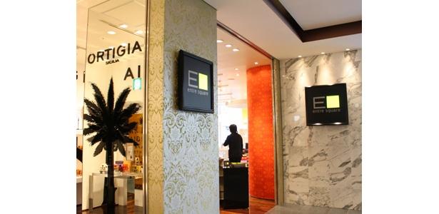 様々なブランドの雑貨を集めたコレクションストア「entre square」は2階へ