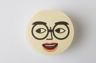 【写真を見る】「太郎フーズ」のくいだおれ太郎プリンは、くいだおれ太郎の帽子のおまけが付いたユニークなパッケージ