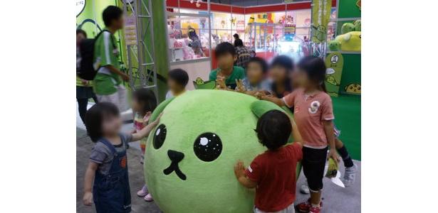 「豆しば」は子供達にも大人気 (c)DENTSU INC.