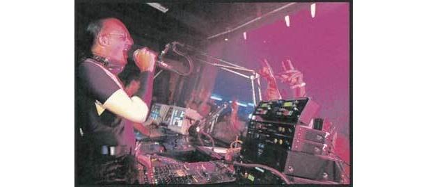当時ブームとなった名物DJの「ジュリナ トウキョォォォォ〜」のアナウンス