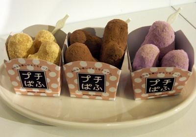 「プチぱふ」(105円)は、きなこ、ココア、紫いもの3種