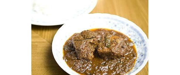 スリランカカレーに本来入っていないポークを合わせたミラクルな味。「スリランカ・ポーク・カレー」(1200円)