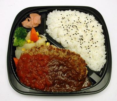 こちらがお弁当です。おぉ〜ハンバーグが大きい!