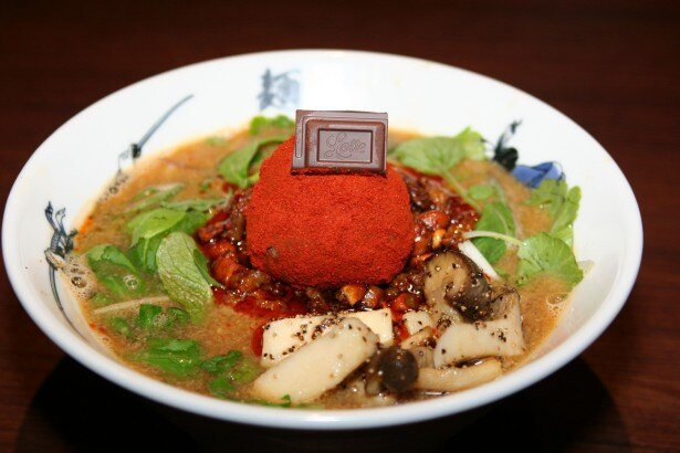 味噌ラーメンから担々麺へ味の変化が楽しめる麺屋武蔵の「味噌ガーナ2014」