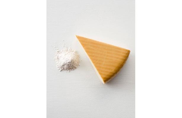 「素のままポテトチップス・ウェーブカット」の味付けパウダー「スモークチーズ」