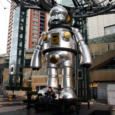 体長7.2m!火を噴くロボット!ヤノベケンジ作「ジャイアント・トらやん」