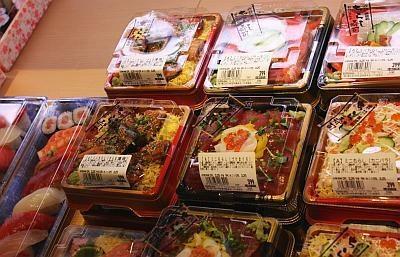 穴子寿司など、人気の寿司がリーズナブルな値段で買える