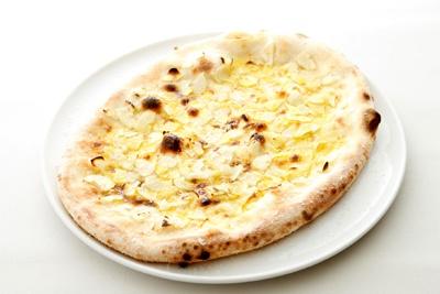 「たっぷりの青森ガーリックとパルミジャーノチーズのピッツァ」(1680円)