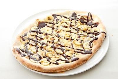 「バナナとチョコレートのデザートピッツァ」(1680円)