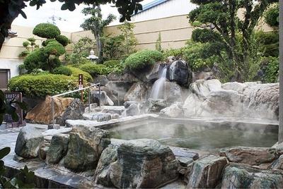 開放的な露天風呂が楽しめる「天然大和温泉 奈良健康ランド」