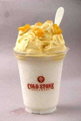 ことしの夏に新登場したCOOLLY'S(600円)。フローズンヨーグルトドリンクがベースで、アイスとフルーツを混ぜる。全3種ある。写真はマンゴ アンド マンゴ