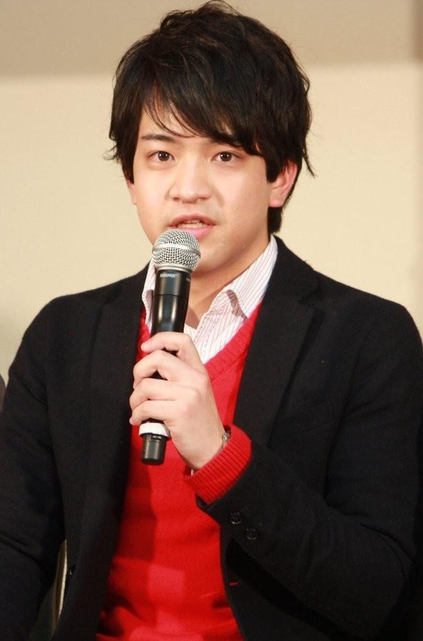 インタビューに答える石川界人。