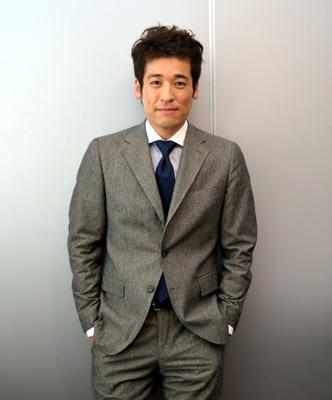 スーツのかっこいい佐藤隆太