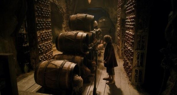 ビルボは樽の中にドワーフたちを匿い、エルフの国から脱出を試みる